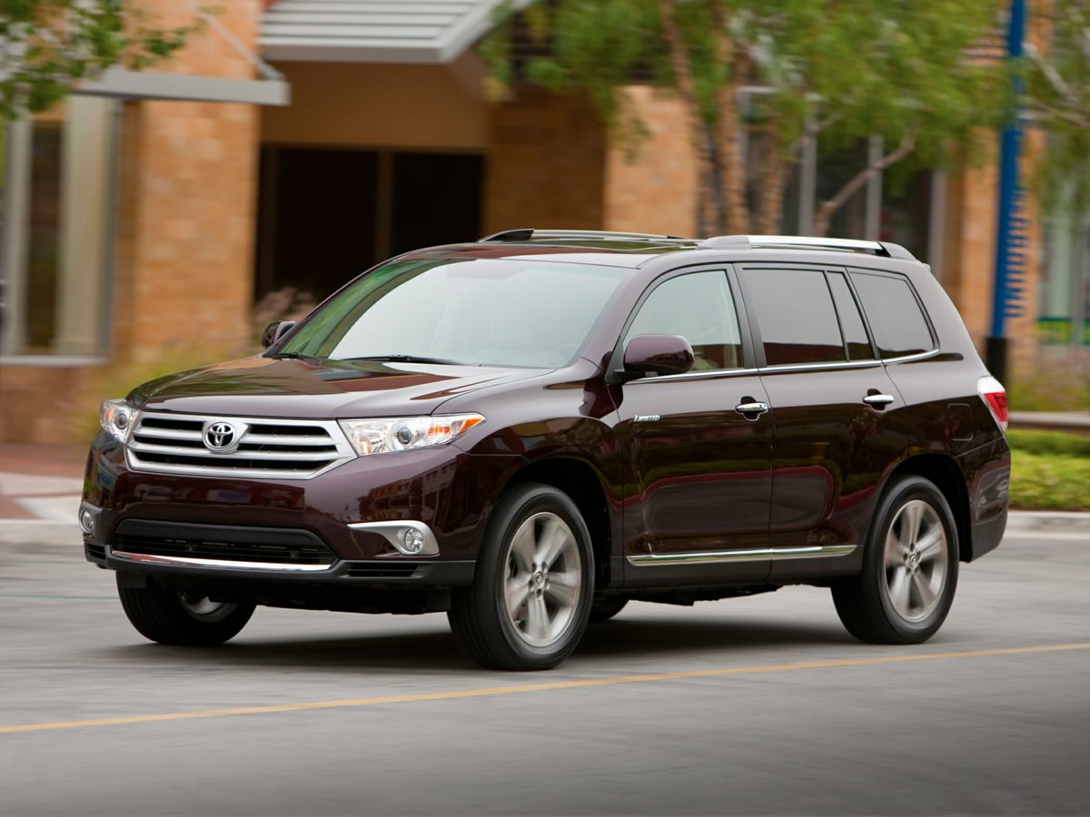 Pre-Owned 2013 Toyota Highlander Base Plus